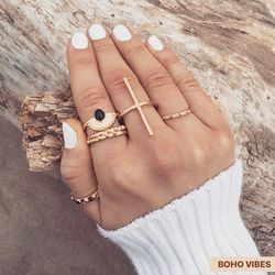 Set de bagues dorées, en ligne sur www.bohovibes.fr ✨ #BohoVibes #Boutique #Bijoux #Bague #Set #Ring #Accessoires #Boheme #Boho #Shopping #Outfit #BohoOutfit #BohoStyle #BohemeChic #Jewelry #Jewels #Accessories #OnlineShopping #Eshop #Mode #Details #FashionDetails #FashionJewelry #BohoJewels #BohoJewelry