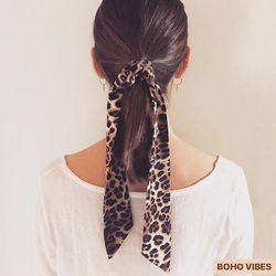 RÉASSORT 🐆 Foulard léopard, à porter en bandeau, en chouchou, autour du cou, à la ceinture ou en accessoire de sac !!! À retrouver sur www.bohovibes.fr ✨ #BohoVibes #Boutique #Bijoux #Accessoires #Boheme #Boho #Shopping #BohoOutfit #BohoStyle #BohemeChic #Jewels #HairDetails #Accessories #Foulard #Foulchie #Scrunchies #OnlineShopping #Eshop #Mode #Details #HairStyle #FashionDetails #FashionJewelry #BohoJewels #BohoJewelry
