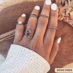 Set de bagues et bagues phalanges dorées, disponible sur www.bohovibes.fr ✨ #BohoVibes #Boutique #Bijoux #Accessoires #Ring #Boheme #Boho #Shopping #BohoOutfit #Bague #Ootd #BohoStyle #BohemeChic #Jewelry #Jewels #Accessories #OnlineShopping #Eshop #Mode #Details #FashionDetails #FashionJewelry #BohoJewels #BohoJewelry