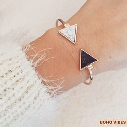 Bracelet triangle marbre 🔘 Encore quelques articles disponibles sur www.bohovibes.fr ✨ #BohoVibes #Boutique #Bijoux #Accessoires #Boho #Boheme #Shopping #BohoOutfit #BohoStyle #Bracelet #Anklet #Jewels #BohemeChic #Jewelry #Accessories #Marbre #OnlineShopping #Eshop #Mode #Details #FashionDetails #FashionJewelry #BohoJewels #BohoJewelry